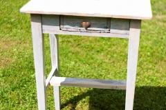 22_Obřadní stoleček